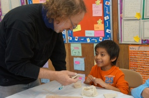 Teaching Artist Peter Barnett helps students during a ceramics residency. Photo: Misun Jin